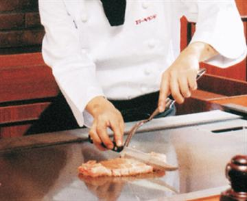 【四日市・鈴鹿発】神戸ロープウェイと鉄板焼ステーキランチ!ハーブティー&スイーツ食べ放題