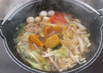 ◇昼食は素朴な雰囲気の残る田舎町「芦川町」でご当地グルメ『ほうとう』をご賞味ください。