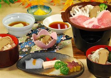 ★昼食は秋の味覚をちょっぴり先取り「松茸御膳」
