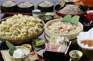 【熊谷市周辺発】信州大秋穫祭!「御射鹿池」と黄金アカシアの森