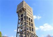 こんな建物見たことない?志免鉱業所竪坑櫓 ※イメージ
