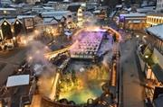 幻想的に輝く湯畑のライトアップ  ※イメージ