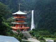 那智の滝と三重塔 画像提供:那智勝浦町観光協会