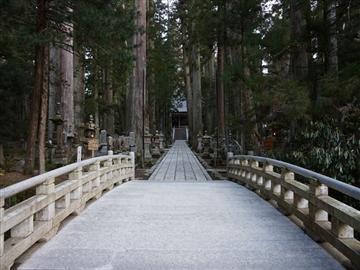 【奈良県内より発着】観光列車「天空」で行く!世界遺産「高野山」奥之院めぐり<添乗員同行>
