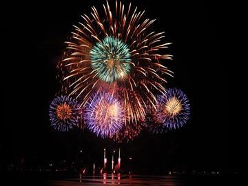 【山梨県内発着】諏訪湖全国新作花火競技大会<添乗員同行>