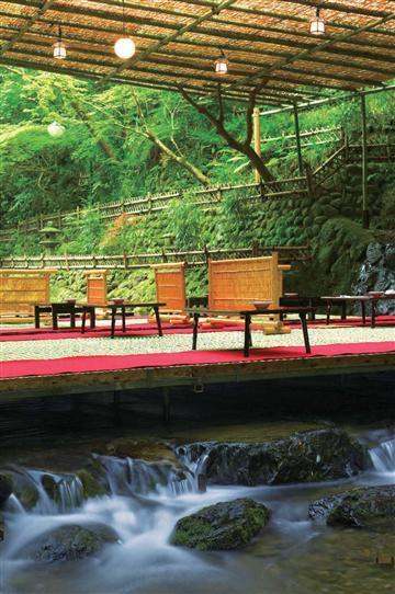 (姫路・加古川発)<夏の京の風物詩>貴船の川床料理と夏の花咲く京都府立植物園♪【神姫バスツアーズ】