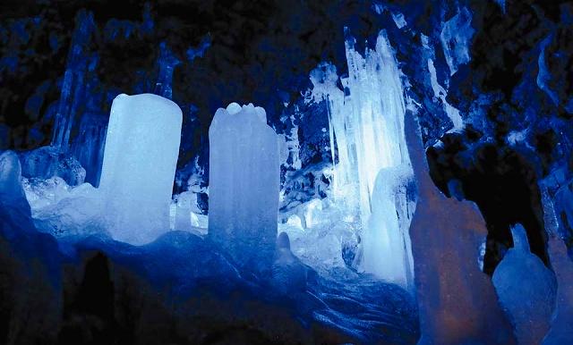 鳴沢氷穴 ※イメージ