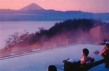 <5組限りのSUPER SALE!!>大人気の桔梗信玄餅詰め放題と甲州産食材たっぷりのランチバイキング食べ放題!富士山を望む絶景お風呂「ほったらかし温泉」も堪能