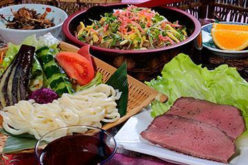 ロースト上州牛&きのこちらし寿司の昼食 ※イメージ