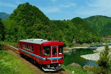 【滋賀発着】長良川清流列車と年間平均気温15度!ひんやり大滝鍾乳洞、絵画のような風景「モネの池」<添乗員同行>【読売旅行】
