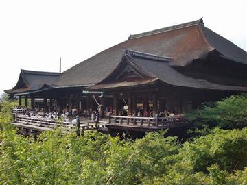 【外国人観光客と一緒に楽しむ】中国語ガイドで行く!ランチ付き京都世界遺産寺院めぐりバスツアー