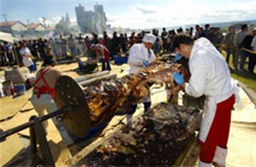 食の祭典!池田町『秋のワイン祭り』へ!北海道産牛の炭火焼&ワイン食べ飲み放題を楽しむプラン