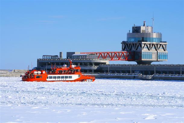 ガリンコ号Ⅱで流氷の世界へ!