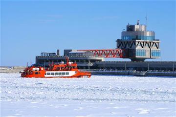 ≪紋別≫流氷砕氷船『ガリンコ号II』乗船&層雲峡氷瀑まつり日帰りバスツアー[幕の内弁当付き]1名様より出発