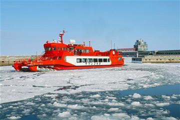 ≪紋別≫流氷の大地を巡る。流氷砕氷船『ガリンコ号II』乗船日帰りバスツアー[幕の内弁当付き]1名様より出発