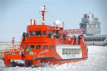 ≪紋別≫流氷砕氷船『ガリンコ号II』乗船体験とマルカイチの三色かにいくらほたて丼に舌鼓<1名様より出発>