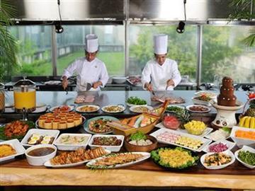 ◆昼食は和洋中約60種類の鉄板ランチバイキング!